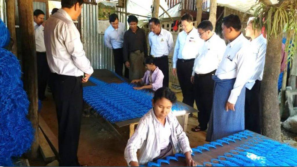 Deputy Director U Thein Lwin inspects chain link weaving in Payarpaung Village, Kyauktaw Township. Photo: han lin naing