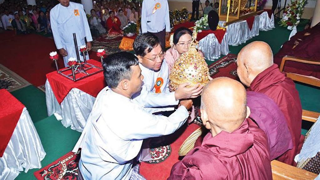 Senior General Min Aung Hlaing and wife present the Diamond orb to the Sayadaws before it is fixed atop the Shwetaungsar Pagoda in Dawei. Photo: Myanmar News Agency