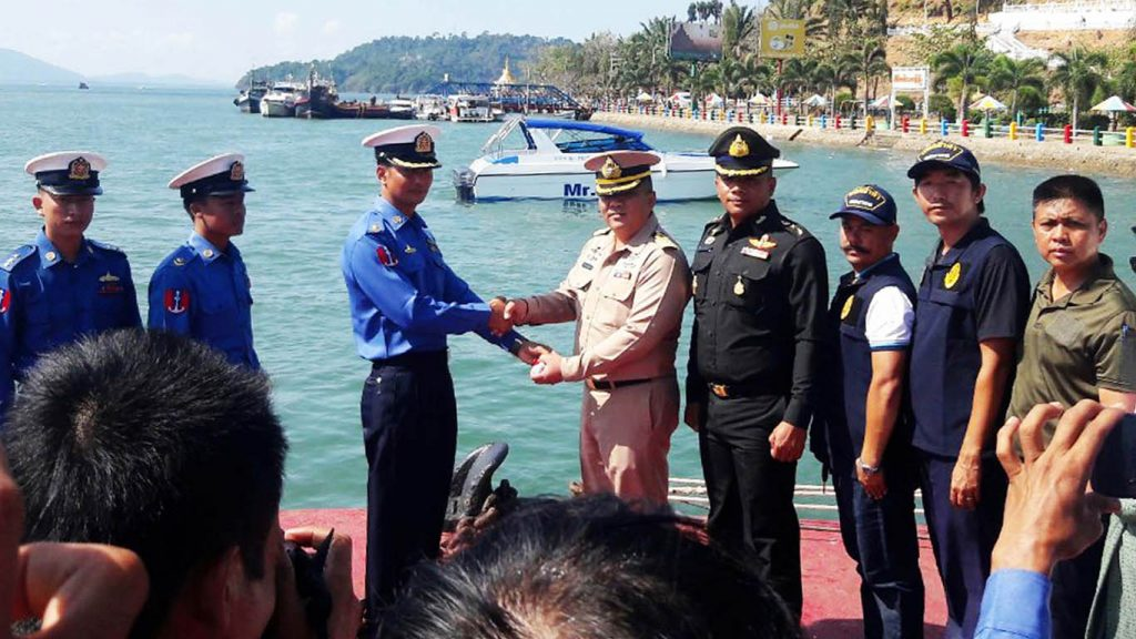 Lt-Col Kyaw Soe Lwin of Myanmar Tatmadaw hands over the Speed Boat to the Colonel of Thailand Jirawit Chulakran and party at the Kothoung Jetty.  Photo: Kyaw Soe (Kawthoung)