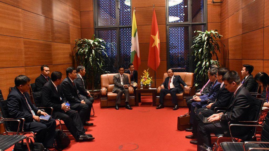 U Henry Van Thio holds talks with Viet Nam Prime Minister Nguyen Xuan Phuc in Hanoi.Photo: MNA