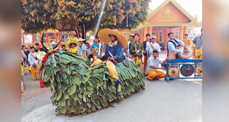 Dance troupe performs banana leaf-furred Toe Naya dance in Shan State.Photo: MDN