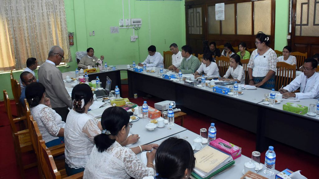 Union Minister Dr. Pe Myint holds talks with the editorial team publishing the new Myanmar Encyclopedia and 100 Myanmar Classics at Sarpay Beikman in Yangon.Photo: Zaw Min Latt