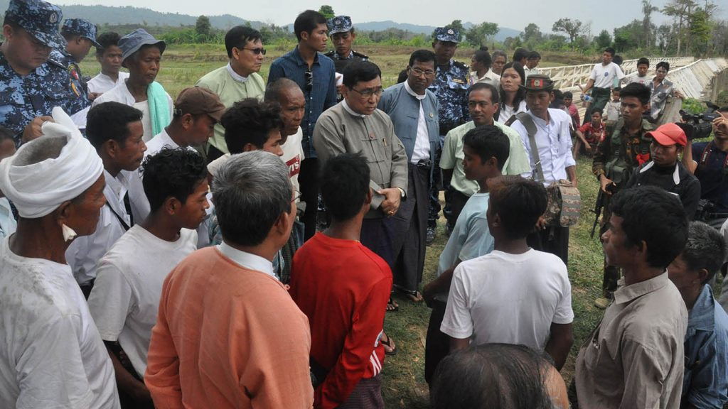 Union Minister Dr. Win Myat Aye, centre, meeting with Mro and other ethnic families from Bangladesh in Maungtaw Township.Photo: MNA