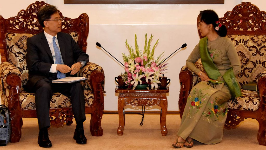 State Counsellor Daw Aung San Suu Kyi (Right) receives Mr. Kim Hyunchong, Trade Minister of ROK in Nay Pyi Taw.  Photo: MNA
