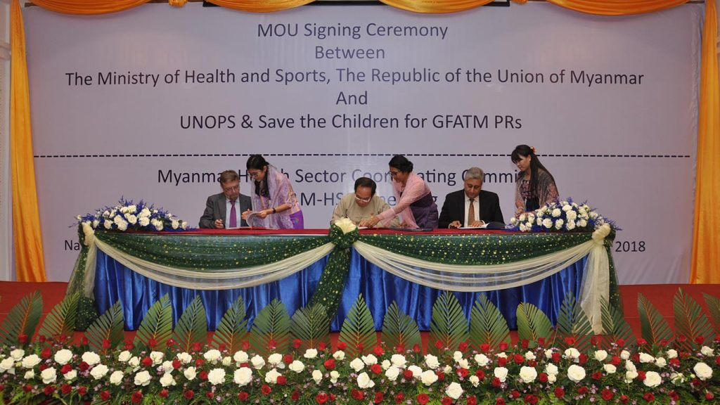 Memorandum of Understanding signing ceremony between Ministry of Health and Sports, UNOPS and Save the Children in Nay Pyi Taw yesterday. Photo: MNA