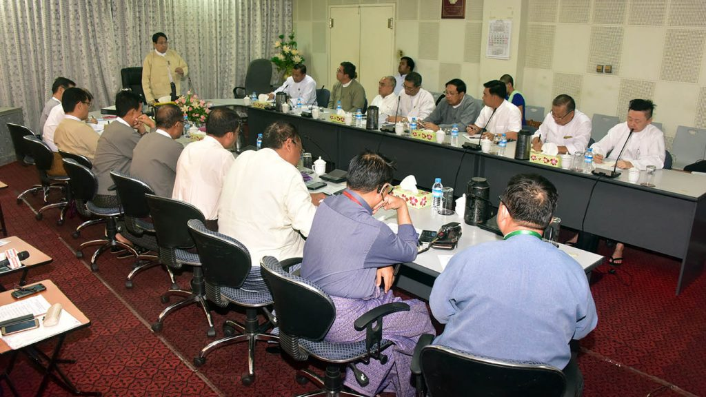Union Minister for Information Dr. Pe Myint addresses the meeting for the production of a film that will portray Rakhine State's scenery and honesty of the people . photo: mna