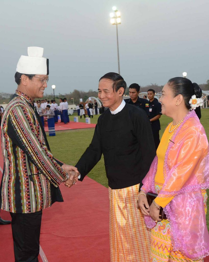 President U Win Myint and First Lady Daw Cho Cho greet Vice President U Henry Van Thio at the dinner event marking the President's taking of office held on the lawn at the Presidential Palace in Nay Pyi Taw. Photo: MNA