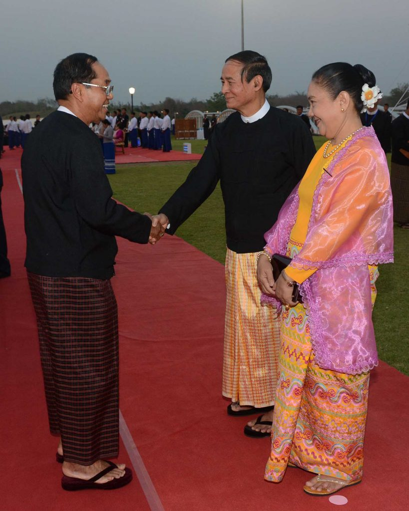 President U Win Myint and First Lady Daw Cho Cho greet Vice President U Myint Swe at the dinner event marking the President's taking of office held on the lawn at the Presidential Palace in Nay Pyi Taw. Photo: MNA