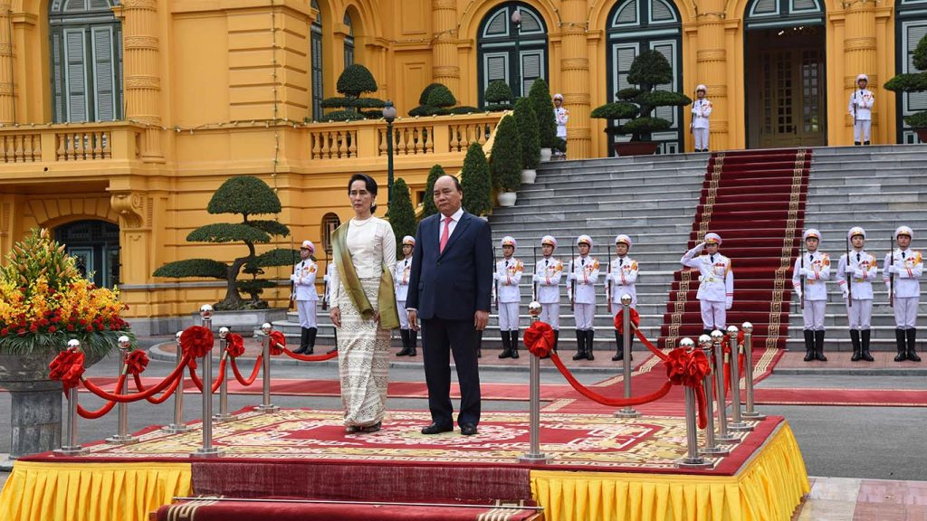 State Counsellor Daw Aung San Suu Kyi and Vietnam's Prime Minister Nguyen Xuan Phuc receive the salute from the Guard of Honour at the Presidential Palace in Hanoi, Viet Nam.  Photo: MNA