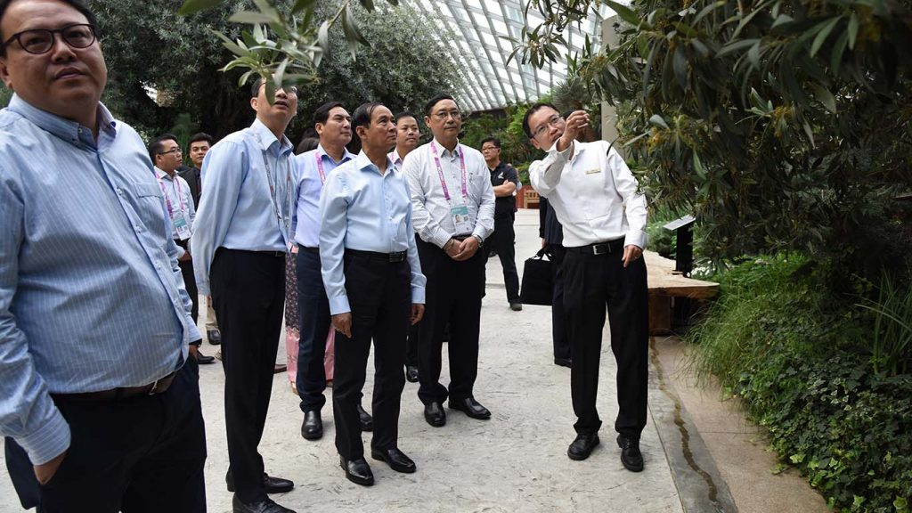 President U Win Myint and his delegation visit the Gardens by the Bay in Singapore yesterday. Photo: MNA