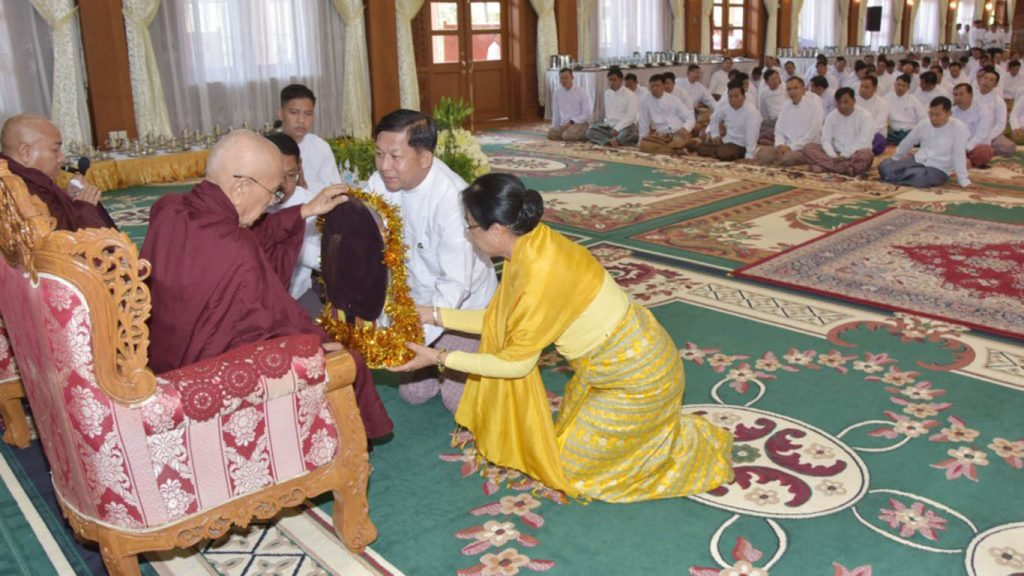 Senior General Min Aung Hlaing and wife donate offertories in Nay Pyi Taw yesterday. Photo: MNA