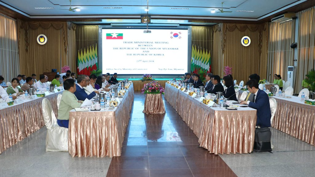 Trade Minister-level Meeting between Myanmar and South Korea held at the Ministry of Commerce, Nay Pyi Taw yesterday. Photo: MNA