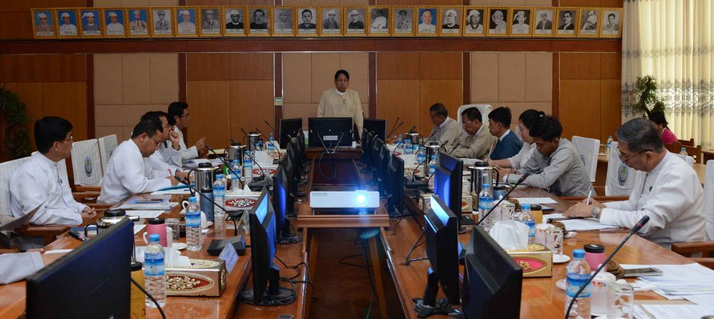 Union Minister Dr Pe Myint delivers the speech at the meeting to establish a movie studio and skill training in Nay Pyi Taw yesterday.Photo: MNA