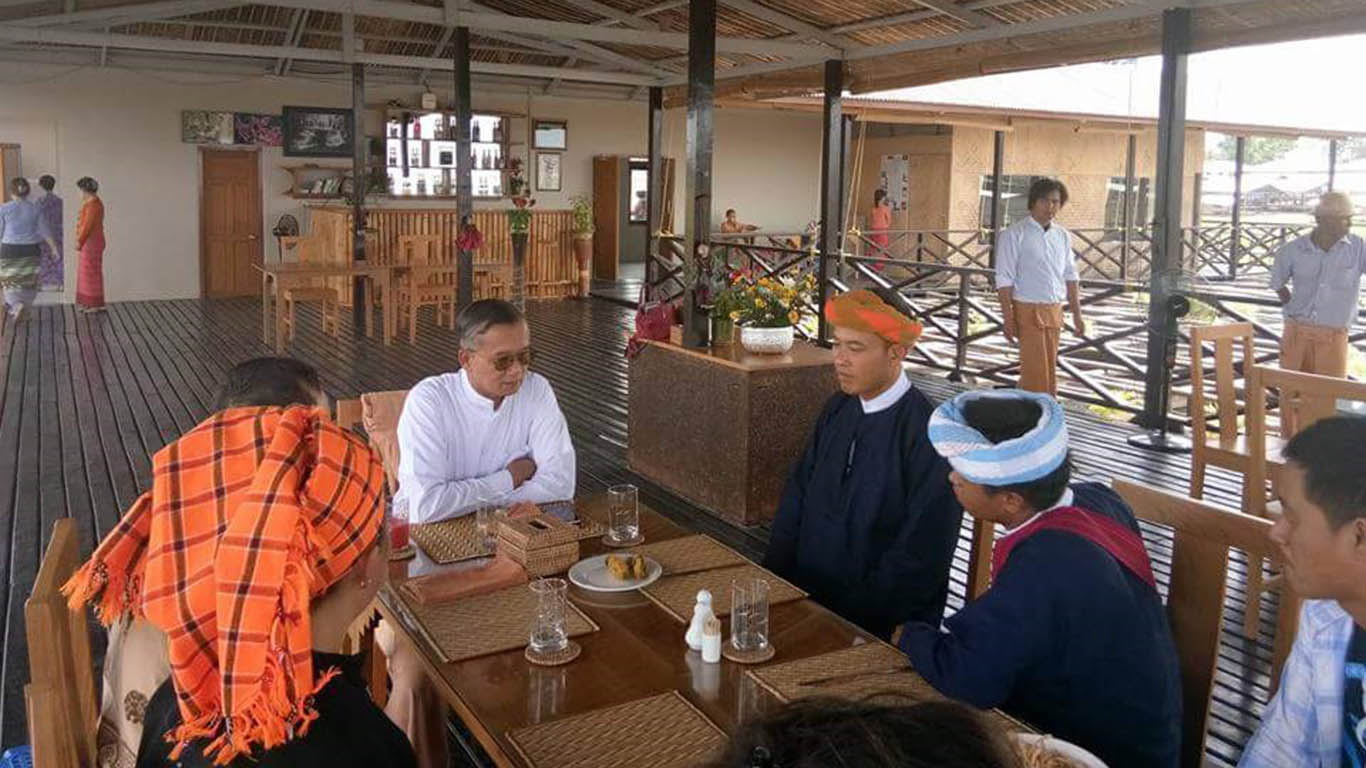 Union Minister U Ohn Maung meeting with local ethnic Pa-O people in Nyaung Shwe. Photo: MoHT