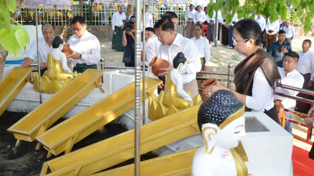 Senior General Min Aung Hlaing and wife Daw Kyu Kyu Hla pour water on a Bodhi tree in Lawkachantha Hsutaungpyae Pagoda in Nay Pyi Taw, to mark the full moon day of Kason.  photo: mna