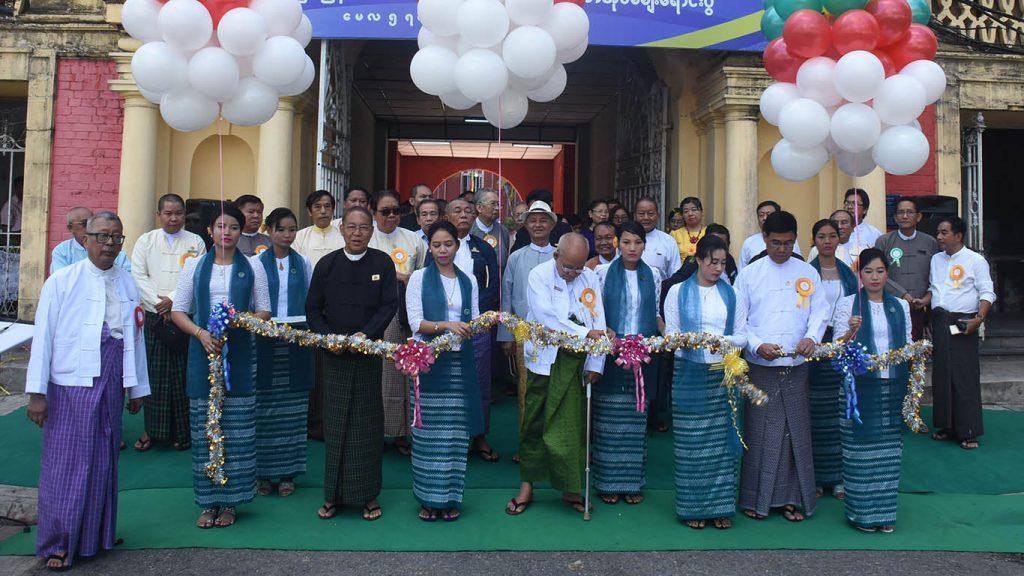 Yangon Region Hluttaw Speaker U Tin Maung Tun, PPD Director-General U Aung Myo Myint and Hanthawady U Ohn Kyaing cut ribbon to open the MPC's second paper reading session.Photo: Zaw Min Latt