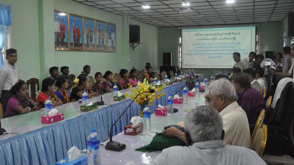 Members of the interfaith delegation meet Hindus, who were abducted by ARSA terrorists at the Maungtaw District General Administration Department in Maungtaw, Rakhine State. Photo: Myanmar News Agency