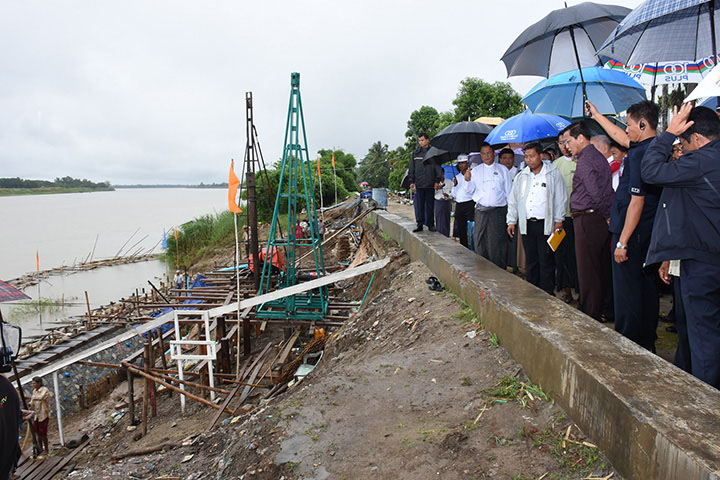 DSC 0332 Vice President U Henry Van Thio inspects reinforement of the bank of the Ayeyawady River during his tour of inspection in Ayeyawady Region. Photo MNA copy