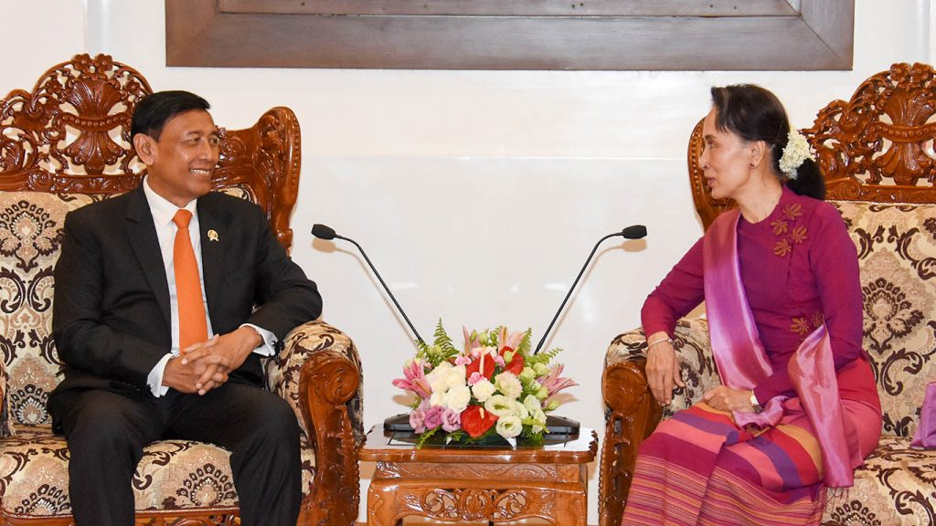 State Counsellor Daw Aung San Suu Kyi meets with Indonesian Coordinating Minister for Political, Legal and Security Affairs Dr. H. Wiranto in Nay Pyi Taw yesterday.Photo: MNA