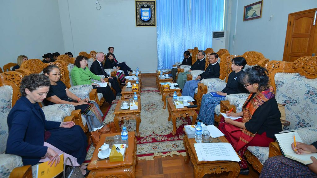 Union Attorney-General U Tun Tun Oo holds talks with the delegation led by UNSG Special Representative for Children and Armed Conflict Ms. Virginia Gamba yesterday.Photo: MNA
