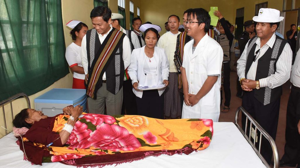 Vice President U Henry Van Thio encourages a patient undergoing treatment at 16-bed hospital in Tibual Village, Falam Township, Chin State yesterday.Photo: MNA
