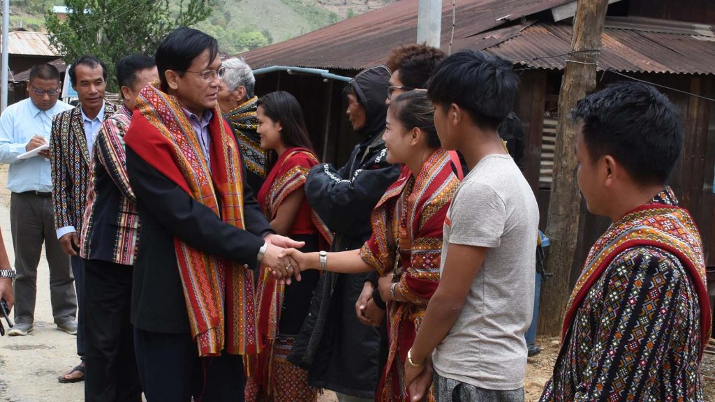 Vice President U Henry Van Thio warmly greets local people. photo: Myanmar News Agency