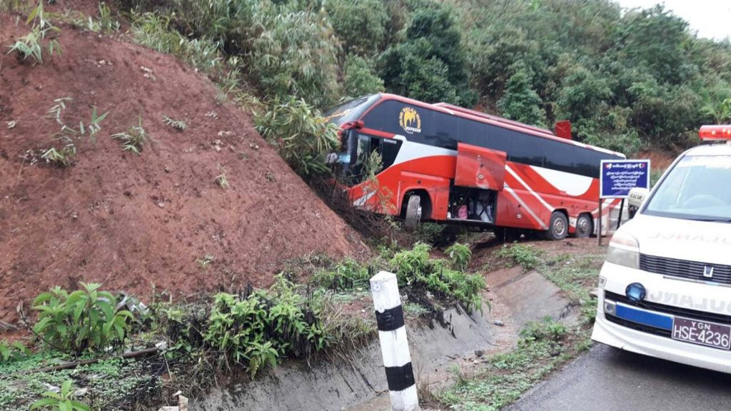 Myawady bus hits a cliff on Yangon-Myawady Road in Myawady Township. Photo: Myanmar Digital News