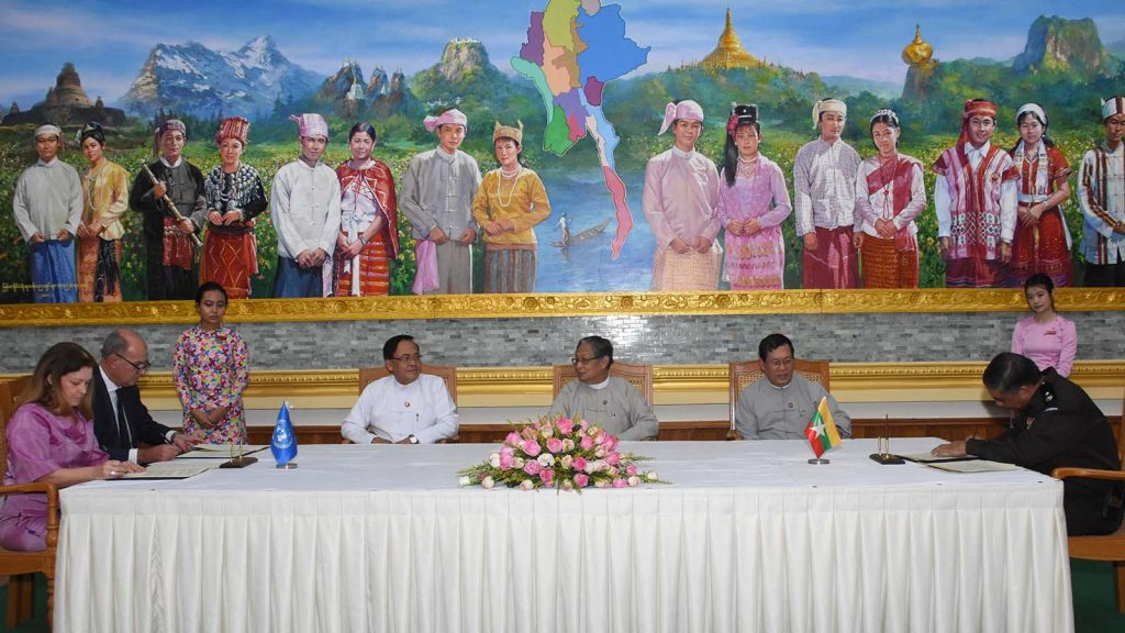 A ceremony to initial MoU on assistance for repatriation process of displaced persons from Rakhine State between Myanmar and UNDP and UNHCR in progress in Nay Pyi Taw on 31 May, 2018. Photo: MNA
