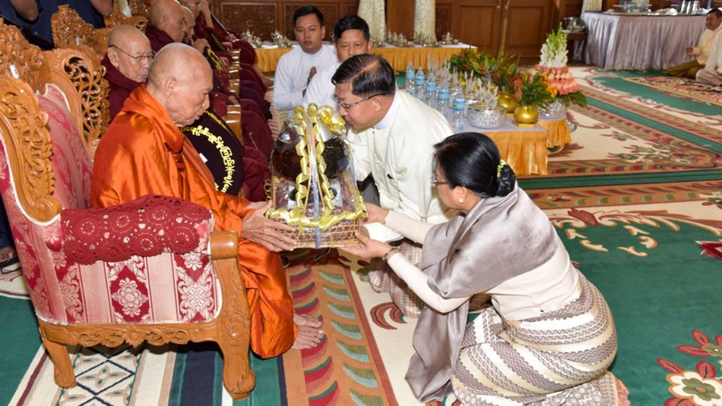 Senior General Min Aung Hlaing and wife donate offertories to the Nayaka Sayadaw of Bhamo Monastery. Photo: MNA
