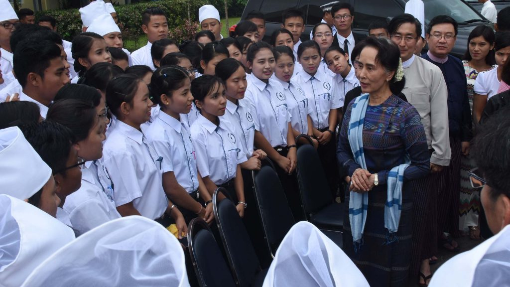 State Counsellor Daw Aung San Suu Kyi meets with trainees at Hospitality and Catering Training Academy in Magyikan Village, Kawhmu Township yesterday.Photo: MNA