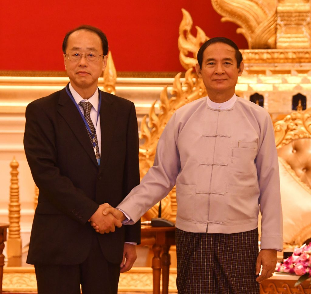 President U Win Myint welcomes Mr. Hiroto Izumi, Special Advisor to the Prime Minister of Japan, at the Presidential Palace in Nay Pyi Taw. Photo: MNA