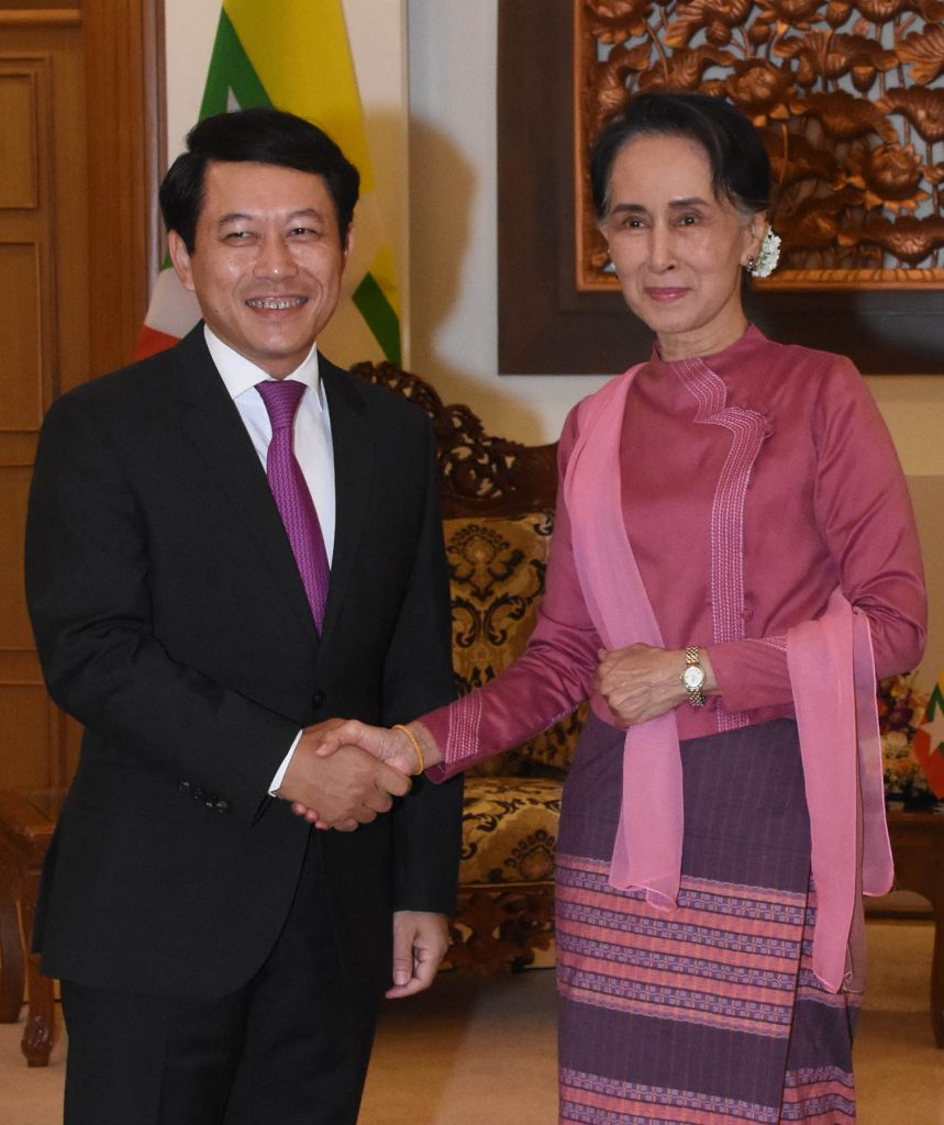 State Counsellor Daw Aung San Suu Kyi shakes hands with LPDR's Foreign Minister Mr. Saleumxay Kommasith in Nay Pyi Taw yesterday.Photo: MNA