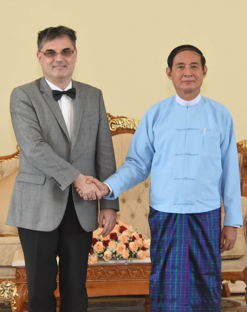 President U Win Myint shakes hands with Mr. Olivier Richard, Ambassador of France, in Nay Pyi Taw yesterday.Photo: MNA