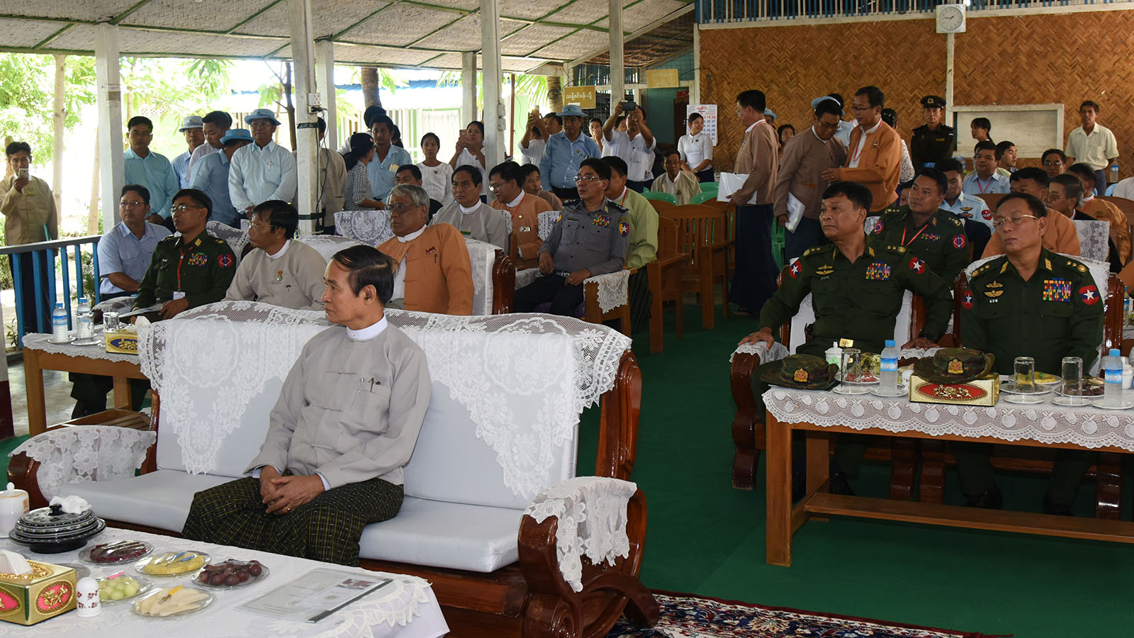 Deputy Director General U Tin Maung Aye Htoo reports on the Ayadaw (2) river water pumping project to President U Win Myint at Ayadaw Township Irrigation and Water Utilisation Management Department.Photo: Myanmar News Agency