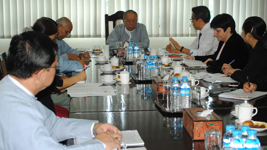 CBM Governor U Kyaw Kyaw Maung and IMF officials holding a coordination meeting in Yangon yesterday. Photo: MNA
