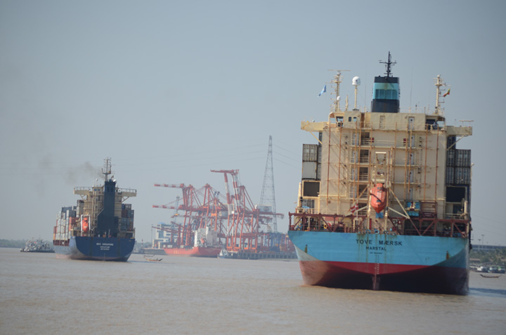DSC 0568 Cargo vessels carrying containers in the Yangon River. Photo Phoe Khwar copy