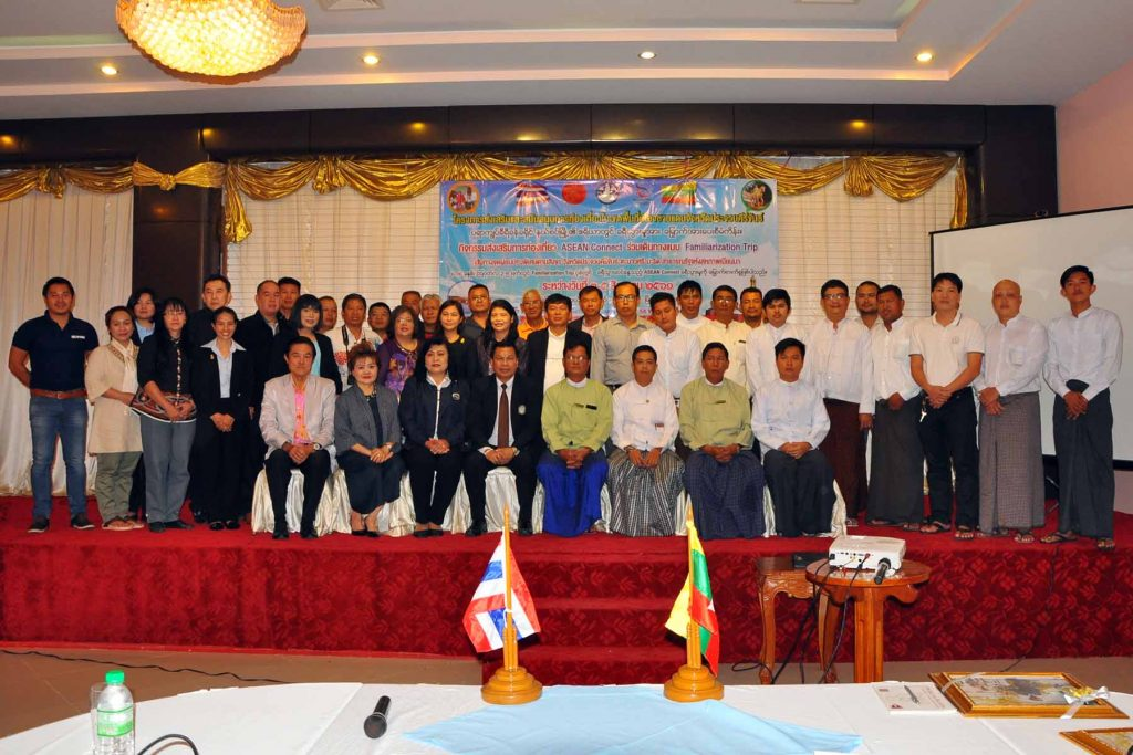 Myanmar and Thai businessmen pose for a photo after discussing promotion of bilateral tourism at Grand Jade Hotel in Myeik, Taninthayi Region yesterday.Photo Khaing Htoo (Myeik IPRD)