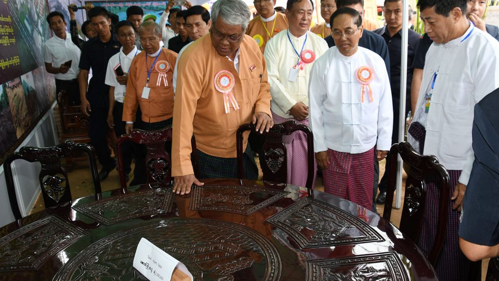 Vice President U Myint Swe (centre) and Sagaing Region Chief Minister Dr. Myint Naing inspect wooden table produced by a medium enterprise displayed at the MSMEs Products Exhibition in Monywa yesterday. Photo: MNA
