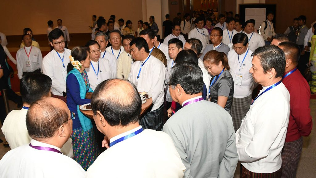 State Counsellor Daw Aung San Suu Kyi talks to business leaders. Photo:MNA