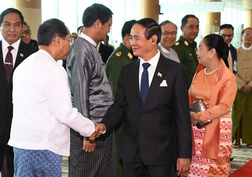 President U Win Myint and First Lady are seen off by Vice Presidents U Myint Swe and U Henry Van Thio, and Senior General Min Aung Hlaing at Nay Pyi Taw Airport.Photo: MNA