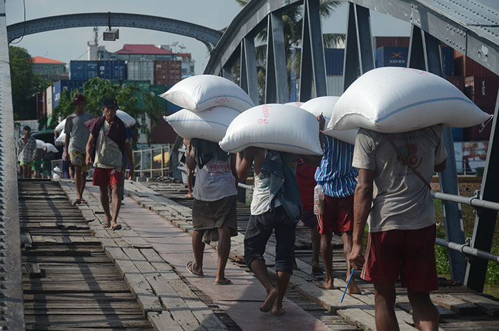 DSC 4042 Workers carry bags of rice at the Botahtaung Jetty in Yangon on 7 June. Photo Phoe Khwar