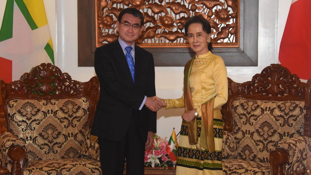 State Counsellor Daw Aung San Suu Kyi welcomes Japanese Foreign Minister Mr. Taro Kono in Nay Pyi Taw yesterday. Photo: MNA