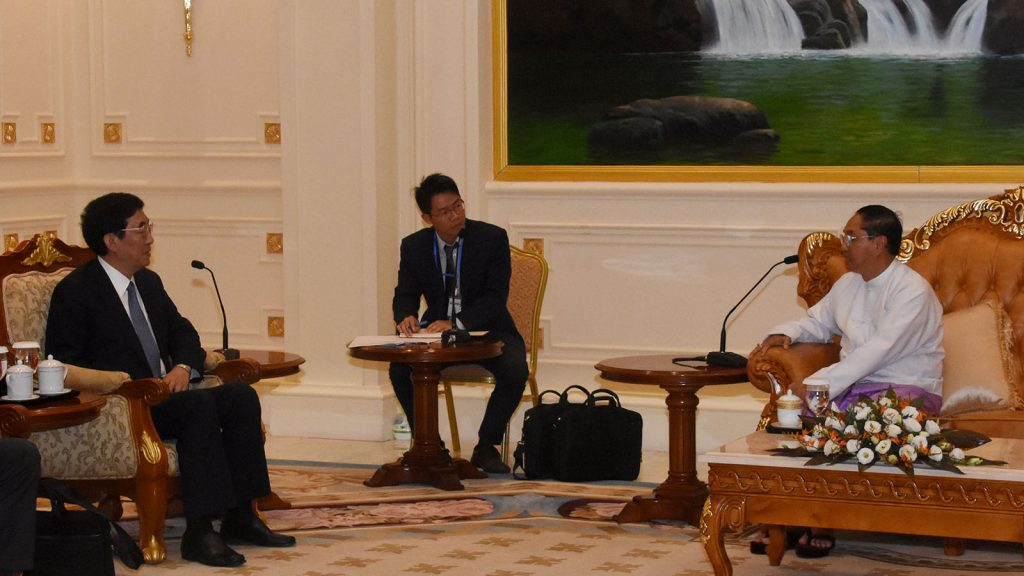 Vice President U Myint Swe meets with Mr. Bayin Choalu, Secretary of Jilin provincial committee of the Communist Party of China (CPC), in Nay Pyi Taw yesterday.Photo: MNA