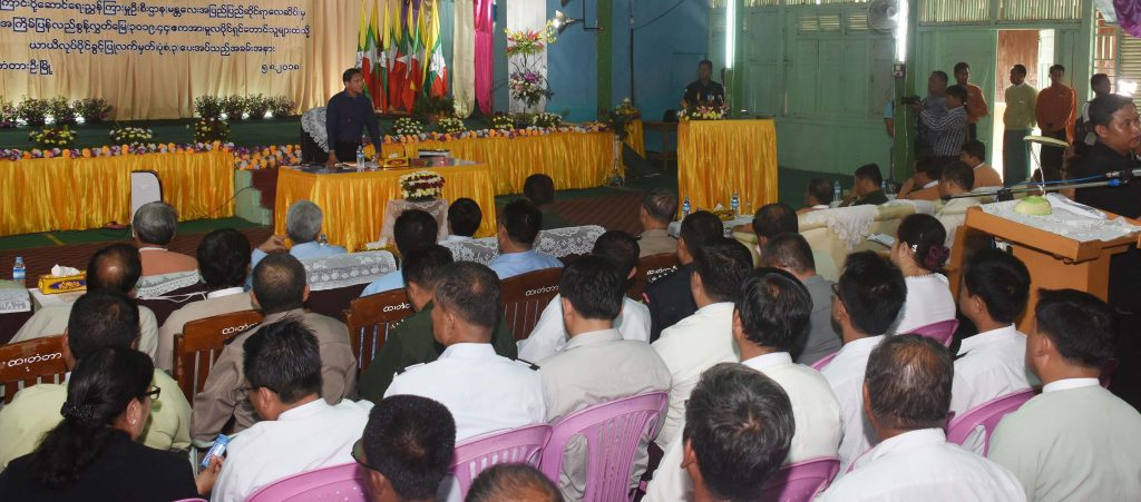 Vice President U Henry Van Thio addresses the ceremony to return the abandoned land in TadaU Township in Mandalay Region. Photo: MNA