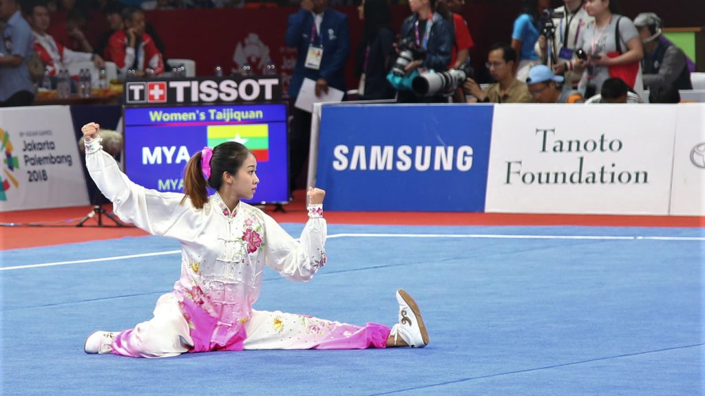 A wushu athlete performing in the demonstration contest in yesterday's 18th Asian Games 2018 in Indonesia.   Photo: MNA