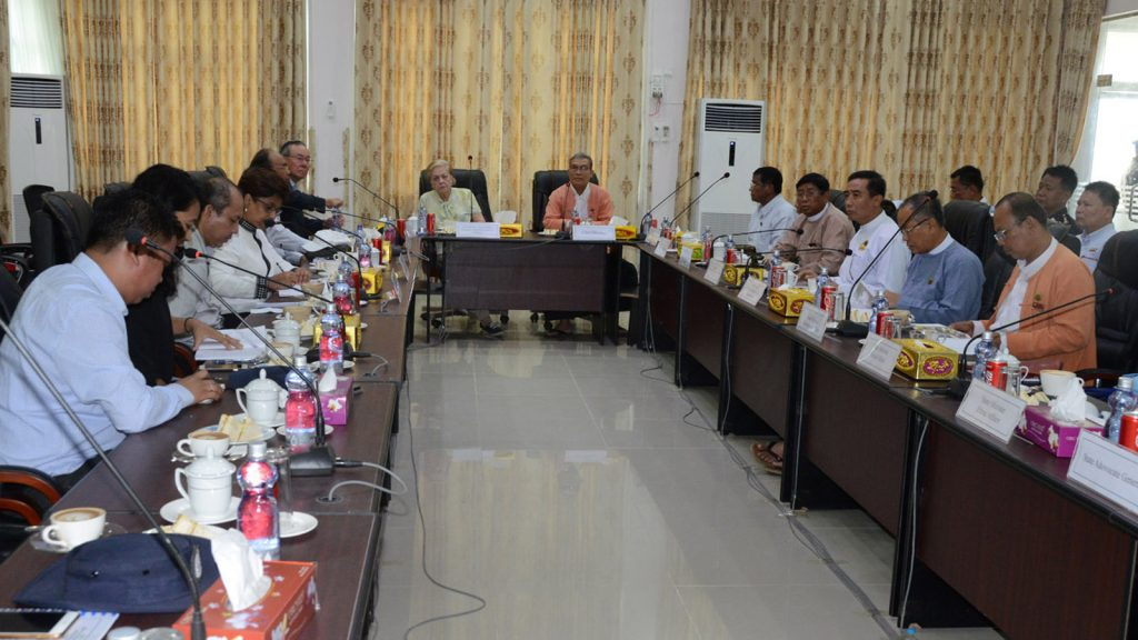 Rakhine State government holds meeting with Independent Commission of Enquiry in Sittway.   Photo: Min htet