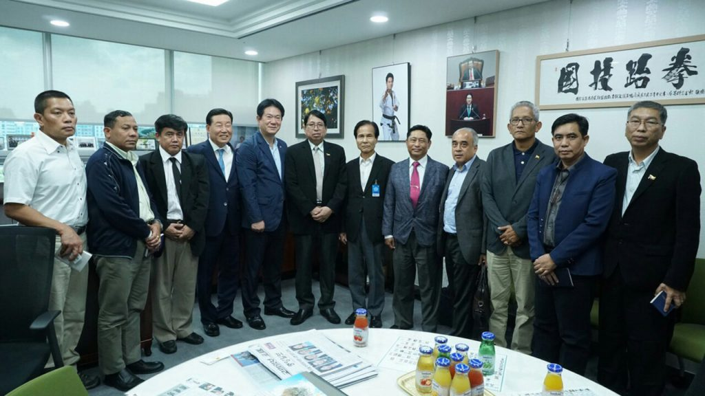 Union Minister for Information Dr. Pe Myint and officials from DMC Hi-Tech Industry Center                  posing for a documentary photo yesterday. Photo:MNA