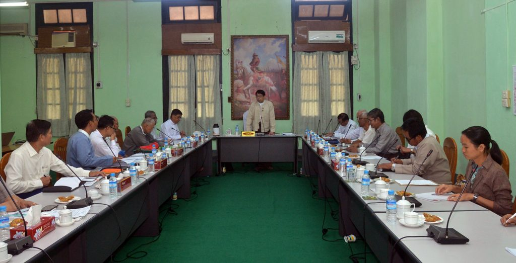 Union Minister Dr Pe Myint addresses the coordination meeting for publishing 100 Myanmar classic books series in Yangon yesterday.Photo: MNA
