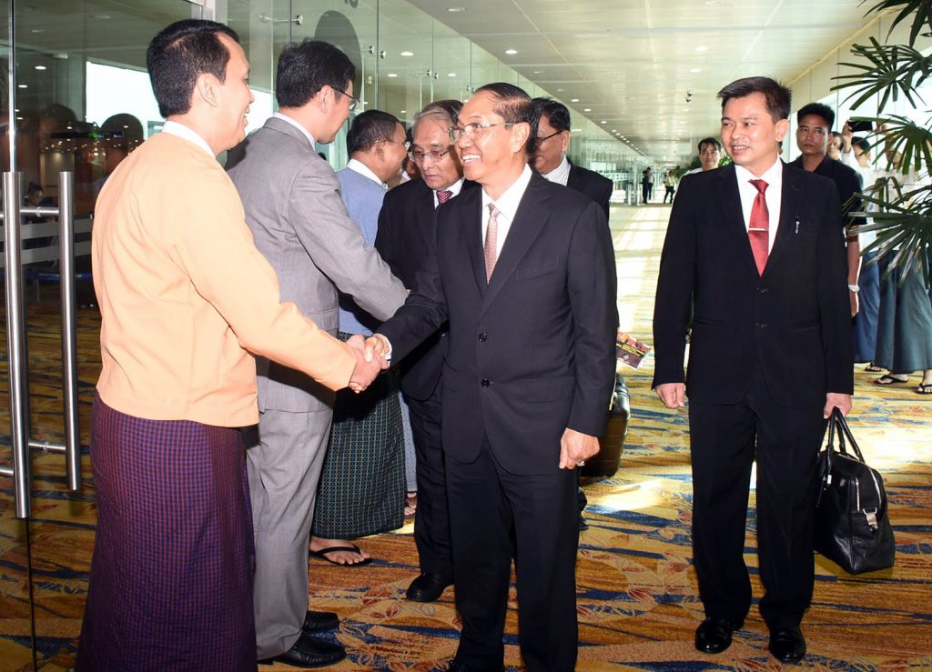 Vice President U Myint Swe being seen off by Yangon Region Chief Minister U Phyo Min Thein, Chinese Ambassador to Myanmar H.E. Mr. Hong Liang and officials at Yangon International Airport yesterday.Photo: MNA