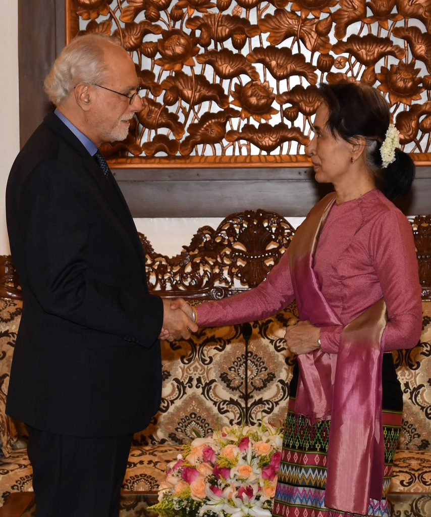 State Counsellor Daw Aung San Suu Kyi shaking hand with Mr. Henrique da Silveira Sardinha Pinto, Vice Minister for Asia and the Pacific of the Ministry of Foreign Affairs of Brazil.Photo: MNA